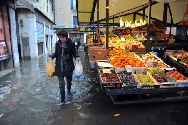 acqua alta al mercato