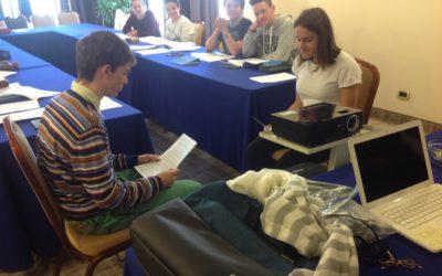 Gli studenti del liceo scientifico si preparano per le interviste